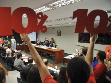 PNE aprovado no Senado diminui recurso para a educação pública, dizem entidades
