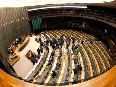 """Câmara tenta mais uma vez votar a """"reforma política"""""""