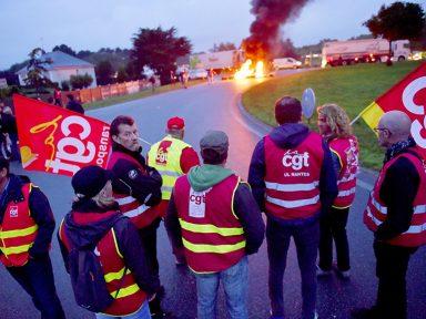 Trabalhadores bloqueiam a entrada  de refinaria da Total no sul da França