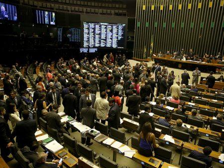 Para se safar, governo faz acordo com deputados sabotadores do Fisco e aprova generoso Refins