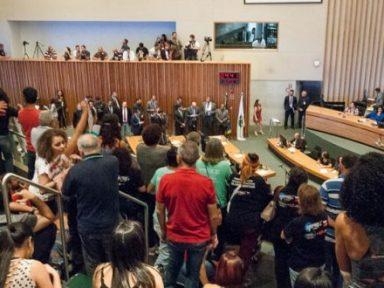Sob protesto, Câmara do DF aprova projeto que altera a Previdência dos servidores públicos