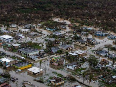 """Casa Branca a Porto Rico devastada  pelo furacão: """"paguem os bancos"""""""