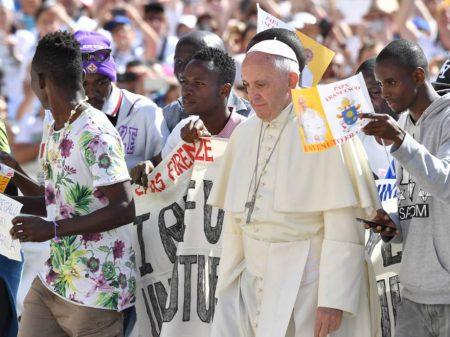 Papa lança campanha em defesa dos refugiados e dos imigrantes