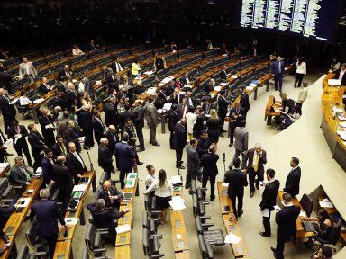 Câmara assalta saúde e educação para criar fundão eleitoral de R$ 1,7 bilhão
