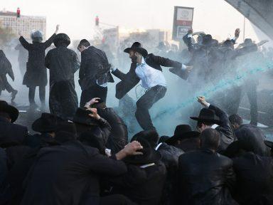 Israel ataca judeus que se negam a entrar no exército