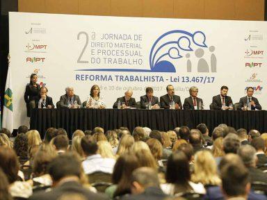 """""""Reforma trabalhista não será aplicada acima da Constituição"""", afirmam juízes do Trabalho"""