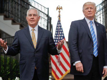 """Direto da """"creche de adultos da Casa Branca"""": Trump desafia Rex Tillerson para teste de QI"""