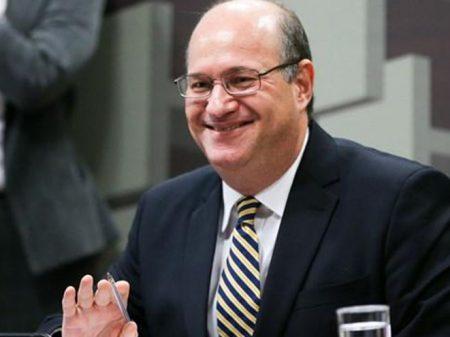 Presidente do BC anuncia que juros continuam na Lua
