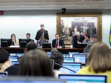 Refis: Câmara estende a corruptos desconto nas dívidas com a União