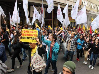 Servidores repudiam ameaça do Governo do Rio Grande de demitir professores temporários em greve
