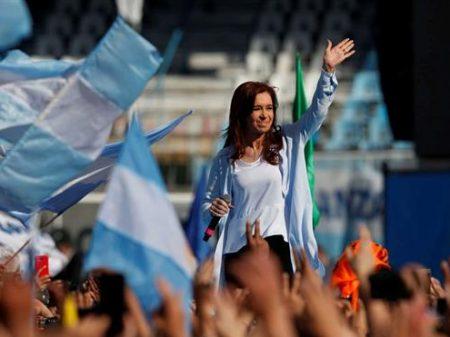 Argentina: ex-presidente Cristina Kirchner é eleita senadora
