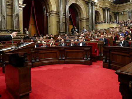 """""""Ganhamos o direito à independência, mas propomos o caminho do diálogo"""", afirma chefe do governo catalão"""