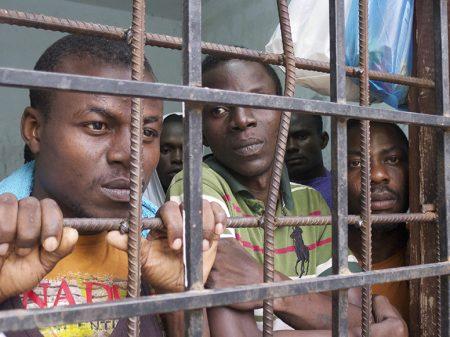 Fantoches líbios aprisionam 3.151  migrantes em campo de concentração