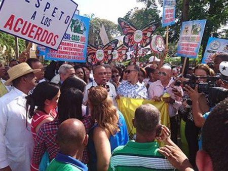 Médicos da República Dominicana exigem do governo fim do arrocho e cumprimento do acordo
