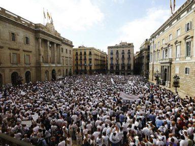 Espanhóis se unem por diálogo e na condenação à repressão de  Rajoy