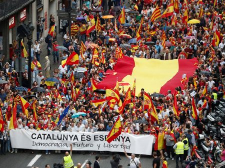Catalunha tem autonomia suspensa e são convocadas para dezembro eleições para o parlamento regional