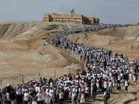 """Israelenses e palestinas atravessam Israel em """"Marcha pela Paz"""""""