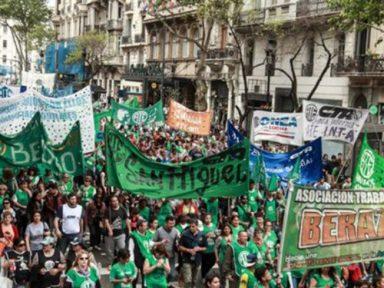 Servidores lotam ruas de Buenos Aires contra demissões,  salários congelados e aumento acelerado das tarifas