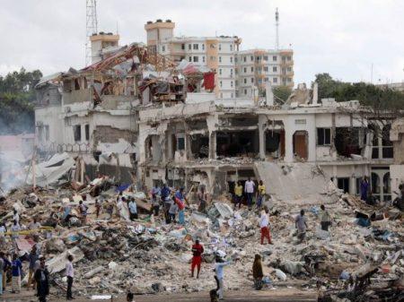 Na Somália destruída pelos EUA, atentados com carros-bomba matam mais de 300 civis