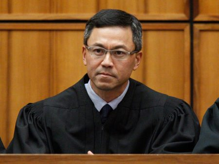 Juiz bloqueia novo decreto xenófobo de Trump