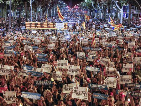 200 mil tomam as ruas de Barcelona contra  prisão de líderes separatistas da Catalunha