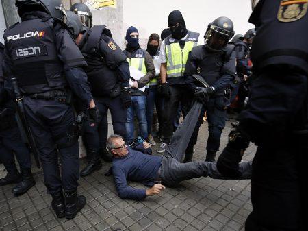 Rajoy reprime referendo que  cevou com seu neoliberalismo
