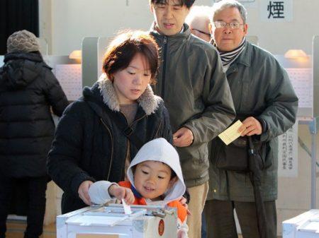 Eleições antecipadas deixam Abe no mesmo lugar no Japão