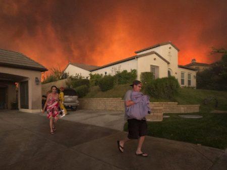 Incêndios  alastram-se e deixam mais  de 20 mortos  na Califórnia