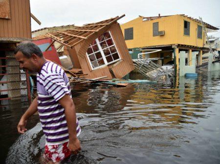 """""""À destruição pelo furacão, soma-se a  devastação de Porto Rico por Wall  Street"""", denunciam 200 acadêmicos"""