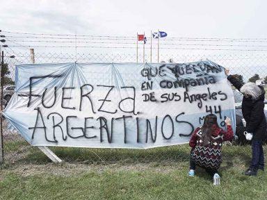 Argentina busca seus 44 submarinistas em comoção e esperança