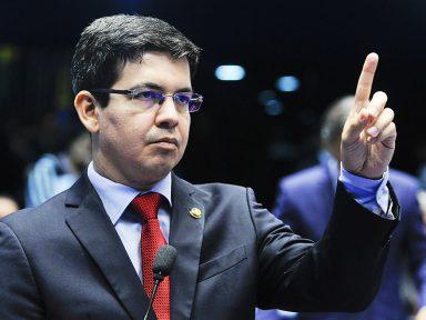 Randolfe denuncia conluio PT e PMDB para atacar a Lava Jato