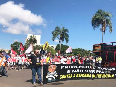 Servidores botam bloco na rua contra o assalto à Previdência