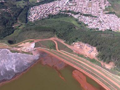 Barragem em MG sob risco de desmoronamento