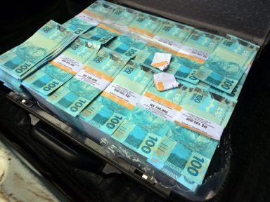 Mala com R$ 500 mil no seu interior dispensa comentários