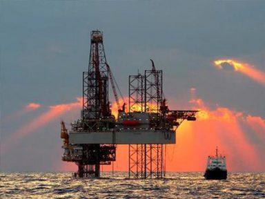 Petroleiros entram em estado de greve por salário