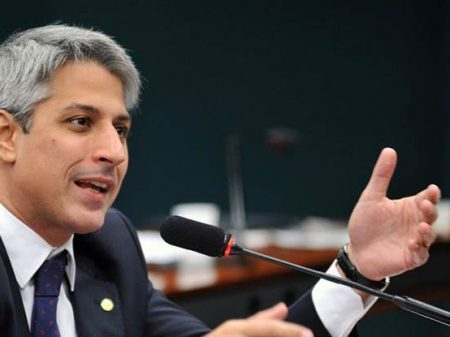Molon apresenta projeto para barrar privatizações