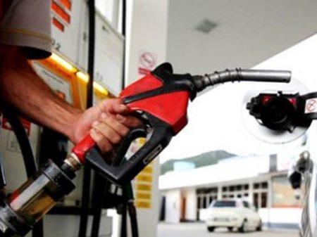 Gasolina aumenta pela terceira vez em uma semana