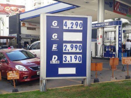 Gasolina sobe de novo e ultrapassa 4 reais