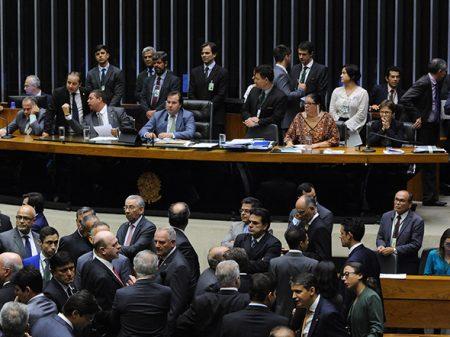 Câmara aprova a MP da isenção de R$ 1 trilhão para múltis petrolíferas