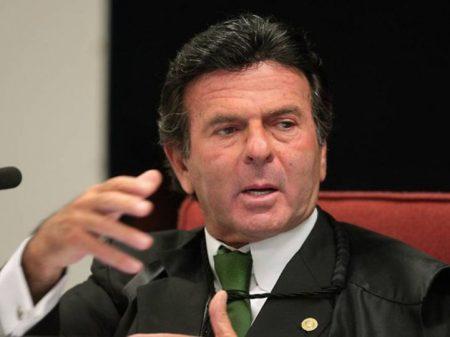 Condenados em segunda instância não podem ser candidatos a nada, diz Fux