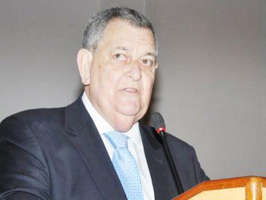 """Arnaldo Faria de Sá: """"roubaram aqui, roubaram lá e agora vão cobrar do servidor público aumento da contribuição de 11% para 14%"""""""