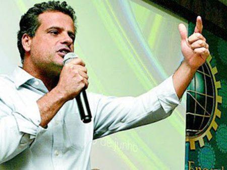 Pré-candidato ao governo do Rio, neto de Brizola defende educação integral