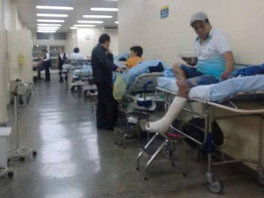 Funcionários e pacientes fazem protesto em defesa do HU-USP