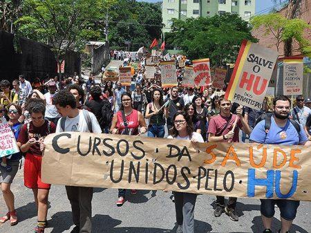 Médicos residentes também param em defesa do HU-USP