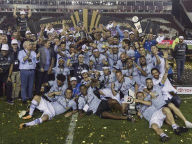 Grêmio bate Lanús por 2 a 1 e conquista o tri da Libertadores