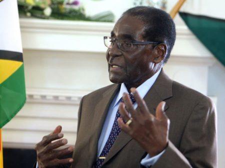 Zimbábue: após longa resistência ao atraso presidente Mugabe renuncia