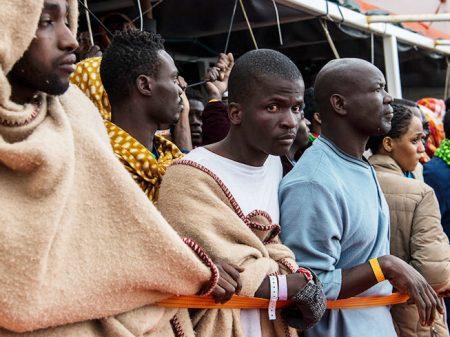 Repúdio a leilões de escravos toma ruas de capitais na África e Europa