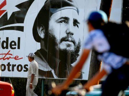 Cubanos participam de eleições e escolhem representantes entre  30 mil candidaturas colocadas