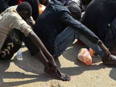 Proliferam os mercados de escravos na Líbia