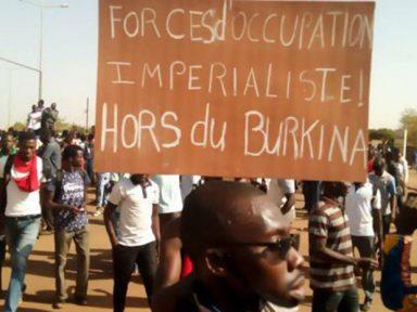 """Burkina Faso repudia Macron e exige """"fim da exploração da África"""""""